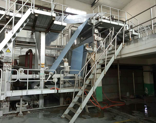 Special paper machine with inclined net