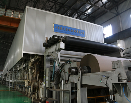 Paper machine roll machine