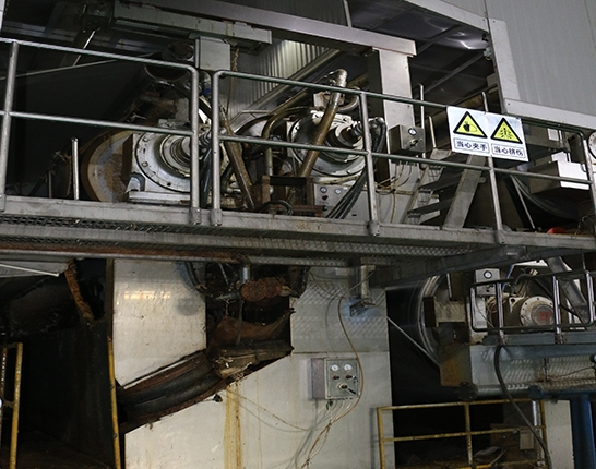 Paper machine gluing machine